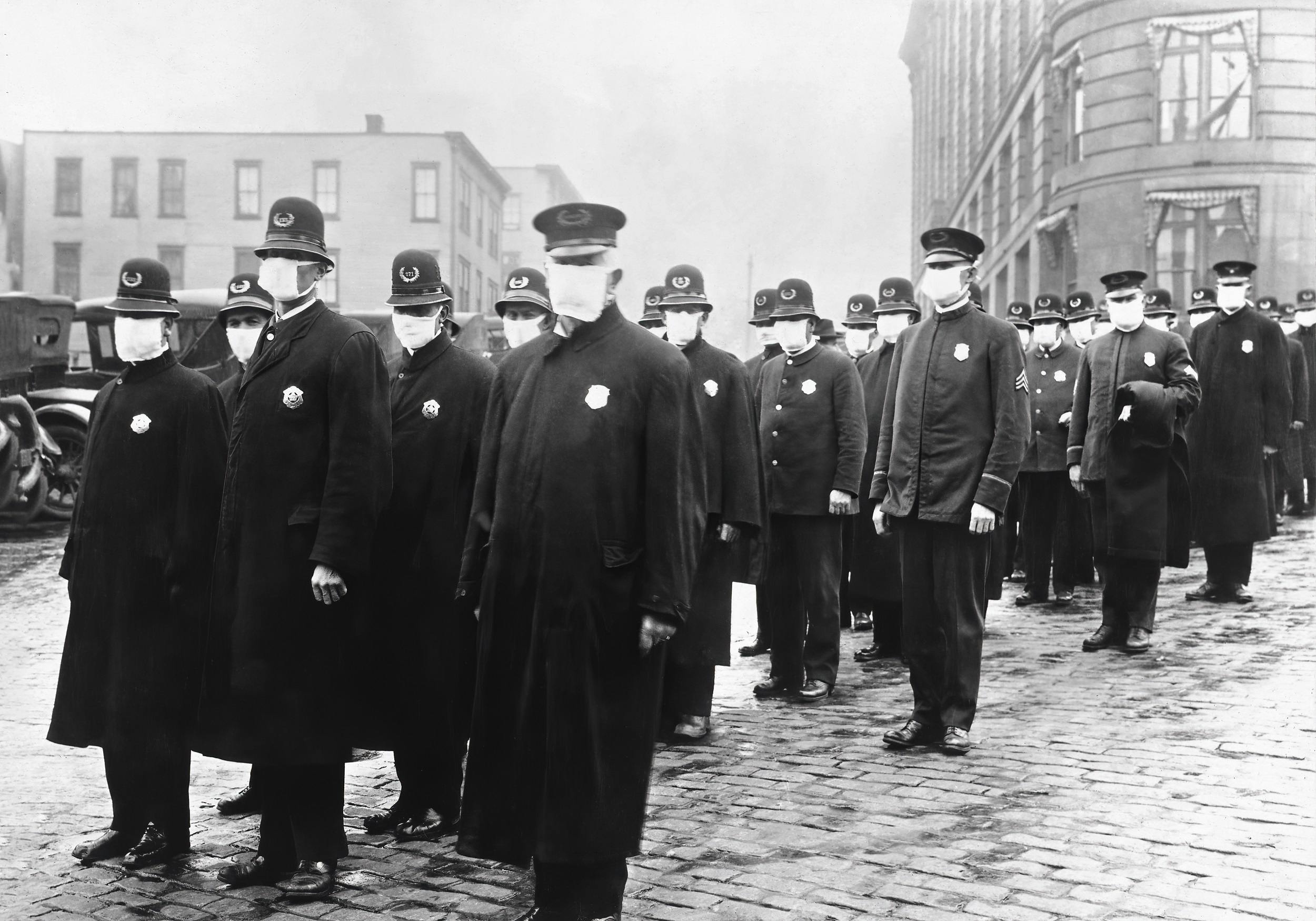Spanish Flu in US (Von File:165-WW-269B-25-police-l.jpg, Gemeinfrei, https://commons.wikimedia.org/w/index.php?curid=88908241)